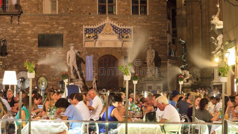 Ristorante di lusso di Firenze con il sistema di raffreddamento all'aperto di nebbia fotografia stock