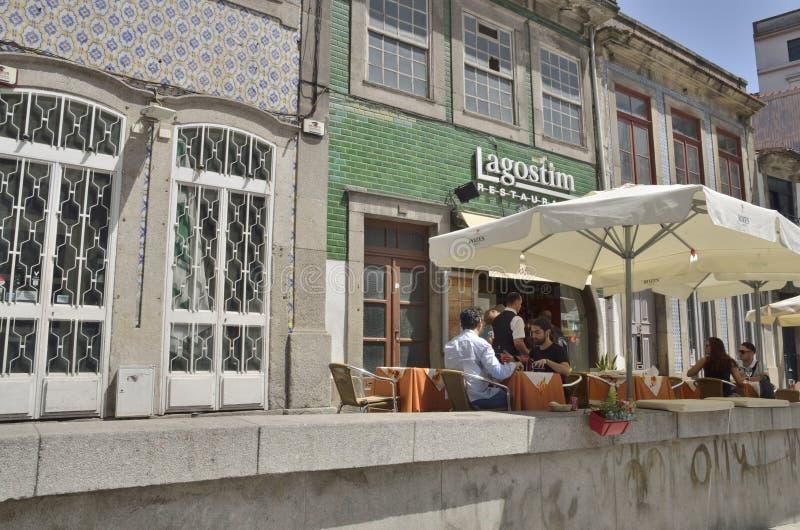 Ristorante esteriore a Oporto immagine stock libera da diritti