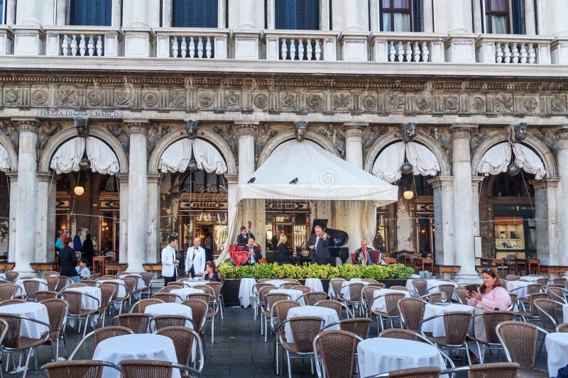 Ristorante famoso Florian sulla piazza San Marco a Venezia L'Italia fotografia stock
