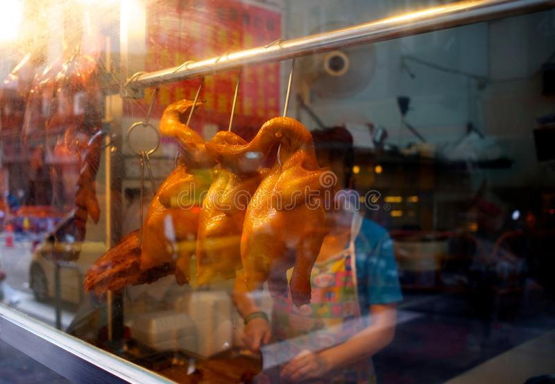 Ristorante locale che visualizza i polli arrosti a Macao fotografia stock libera da diritti