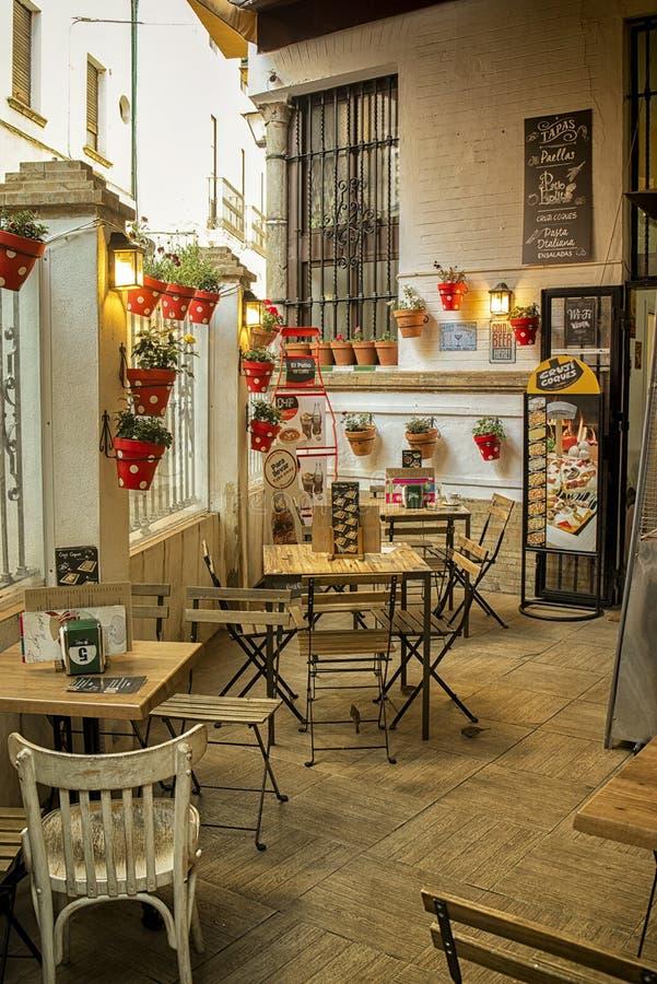 Ristorante spagnolo romantico a Sevilla fotografie stock