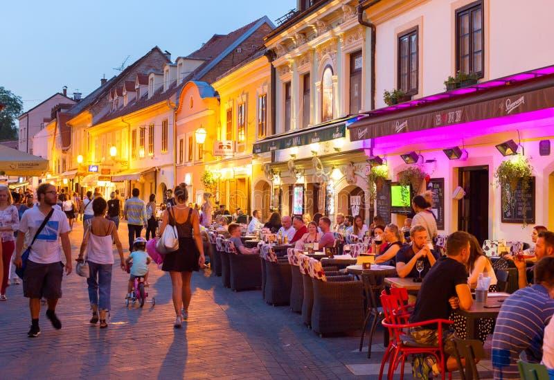 Ristorante turistico Zagreb Croatia della via immagine stock