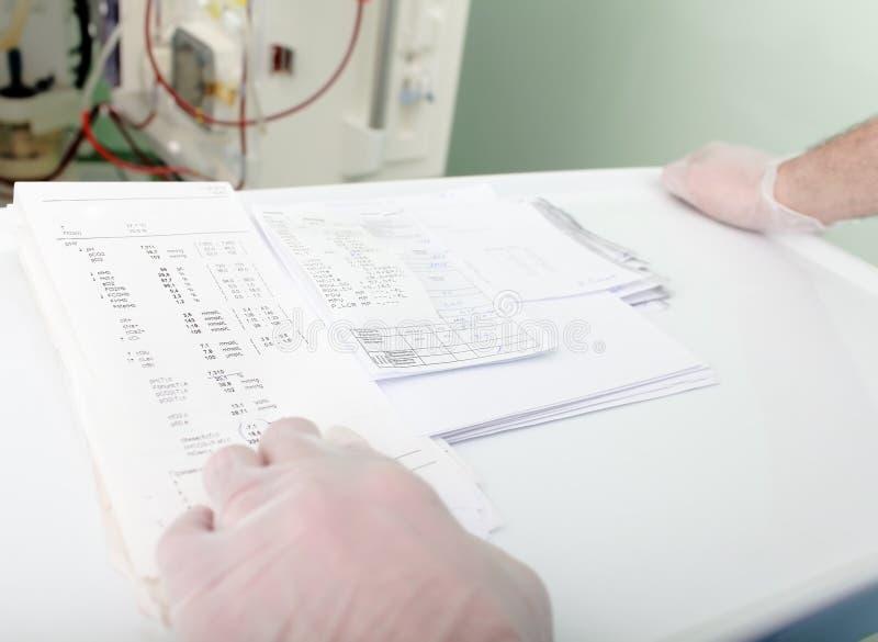 Risultati delle analisi del sangue fotografia stock libera da diritti