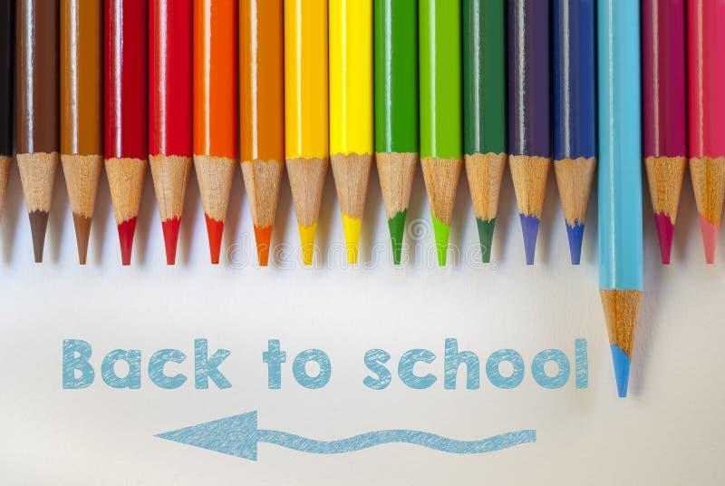 Rita färg, tillbaka till skolan, papper arkivbild