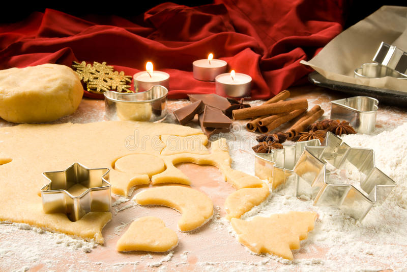 Ritaglio dei biscotti di natale immagini stock libere da diritti