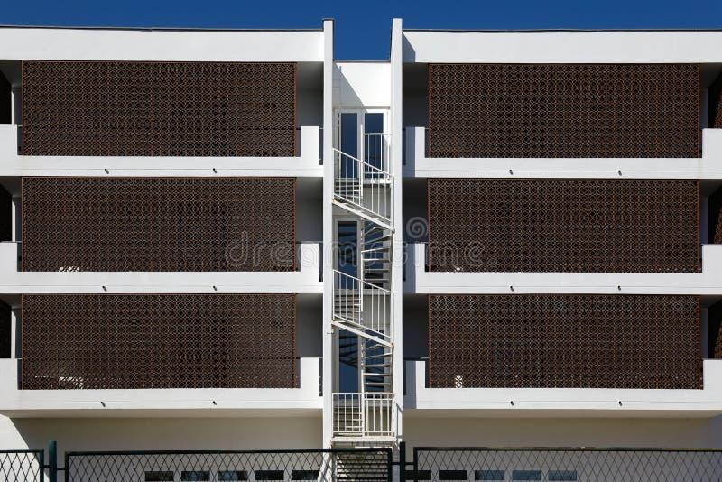 Ritmen van stadsarchitectuur Plattelandshuisjeflats voor huur symmetrische mening royalty-vrije stock afbeeldingen