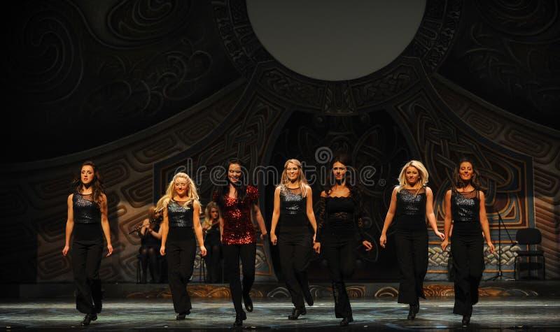 Ritmo do movimento---A dança de torneira nacional irlandesa da dança imagens de stock