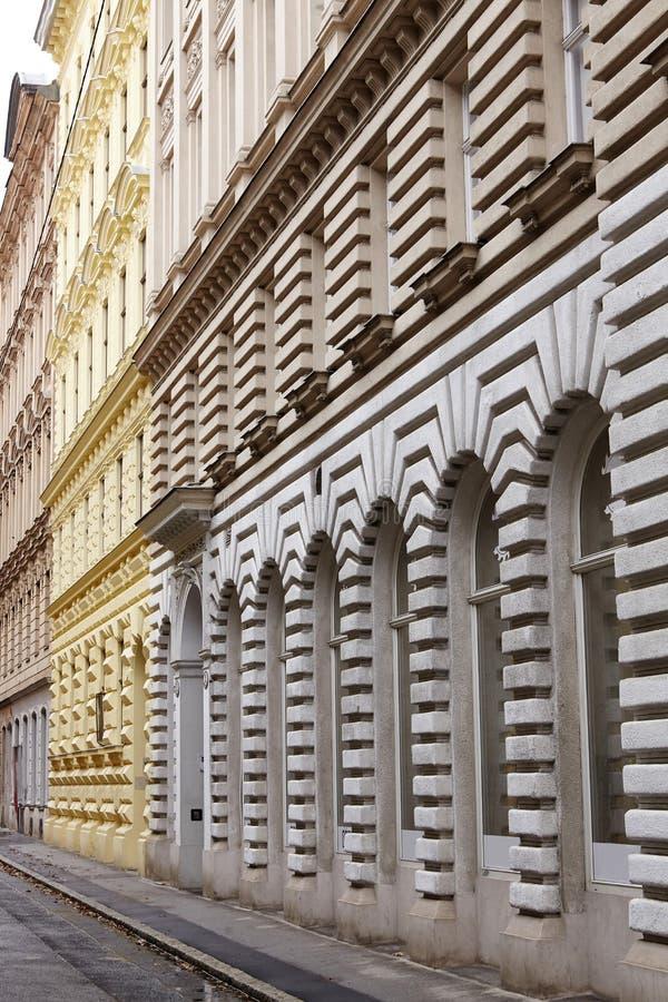 Ritmo na arquitetura da construção Fotografia abstrata da construção da fachada imagem de stock