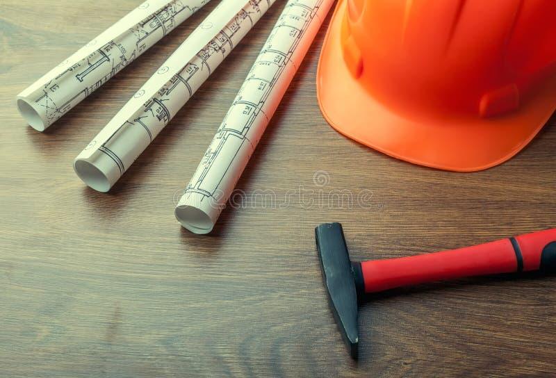 Ritningrullar och uppsättning av konstruktionshjälpmedel royaltyfri bild