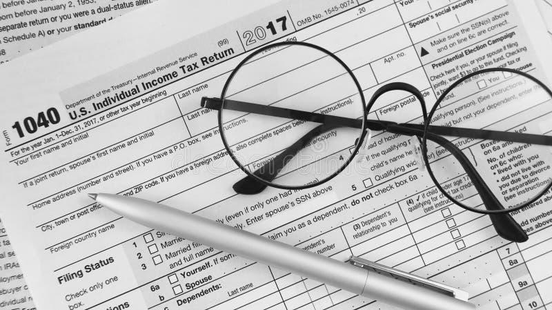 Ritorno dell'imposta sul reddito delle persone fisiche fotografie stock libere da diritti