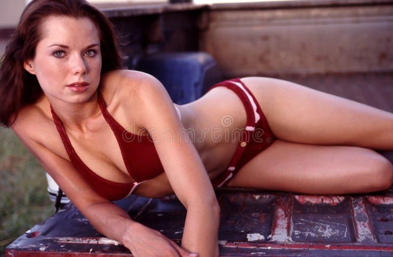 Ritratti rossi del bikini della pelle scamosciata. immagine stock libera da diritti