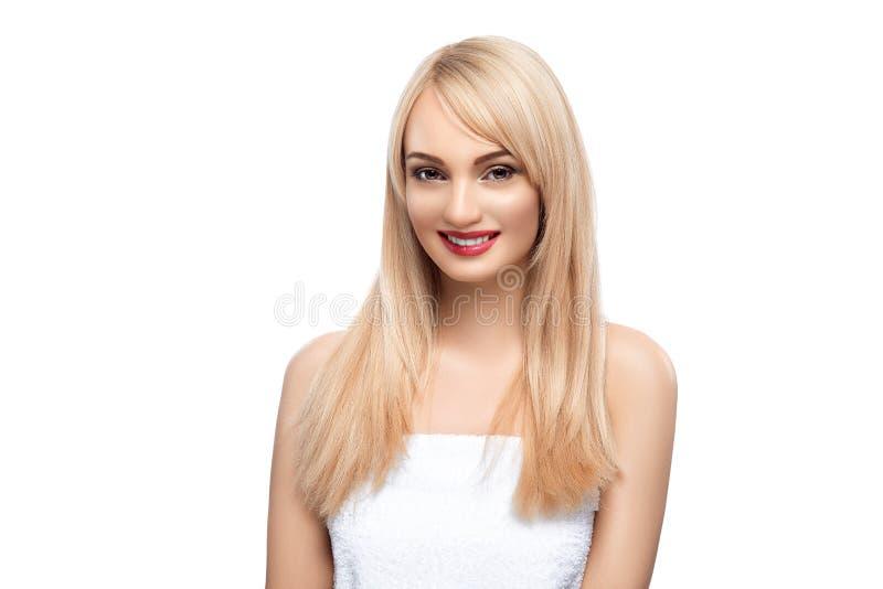 Ritratto adulto di una donna, concetto di cura di pelle, bella pelle Ritratto della foto di una ragazza su un fondo bianco bellez immagine stock