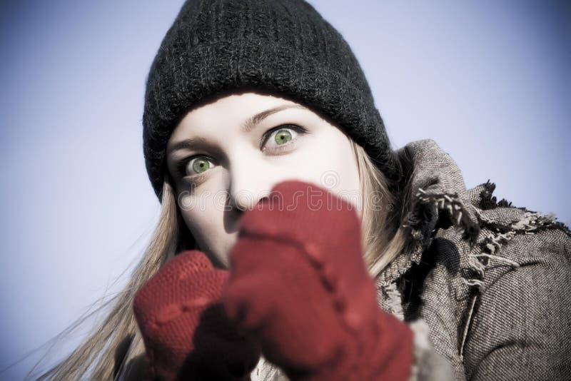 Ritratto aggressivo della donna fotografia stock libera da diritti