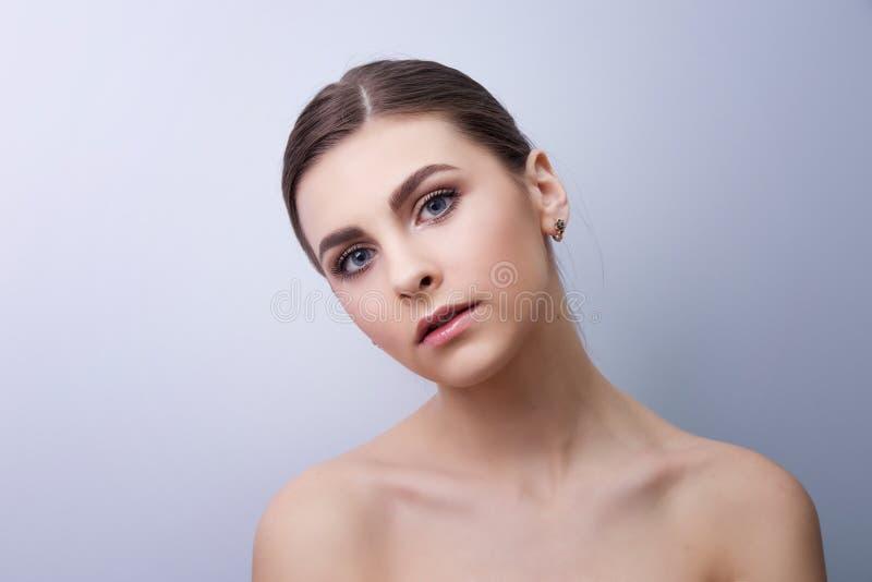 Ritratto alla moda di un modello della ragazza fotografie stock