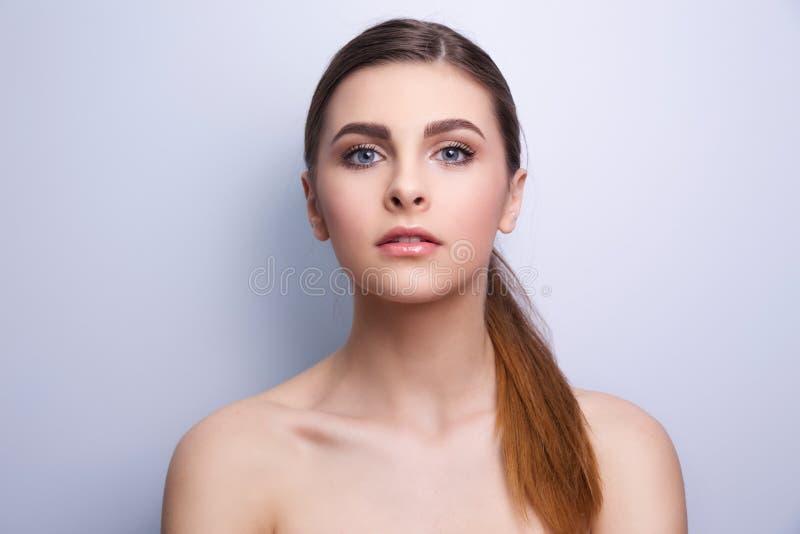Ritratto alla moda di un modello della ragazza immagini stock