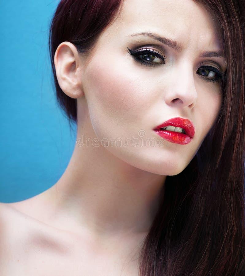 Ritratto alla moda di una donna stunning fotografia stock