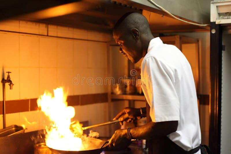 Ritratto ambientale del cuoco unico nero fotografie stock