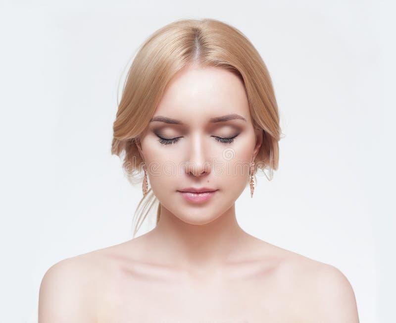 Ritratto anteriore della donna con il fronte di bellezza fotografia stock libera da diritti