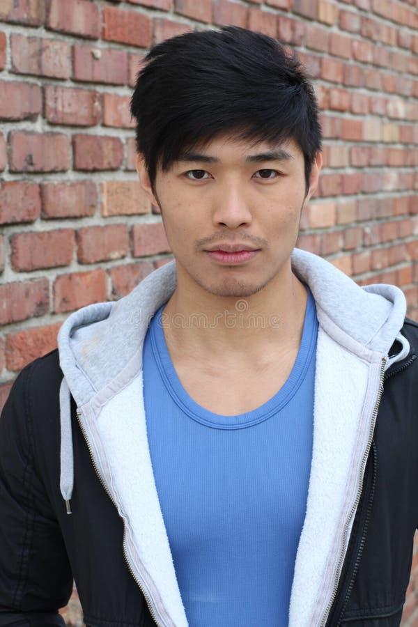 Ritratto asiatico sicuro dell'uomo fotografia stock