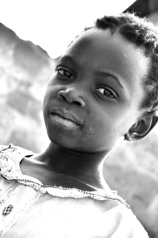 Ritratto in bianco e nero del bambino africano fotografie stock libere da diritti