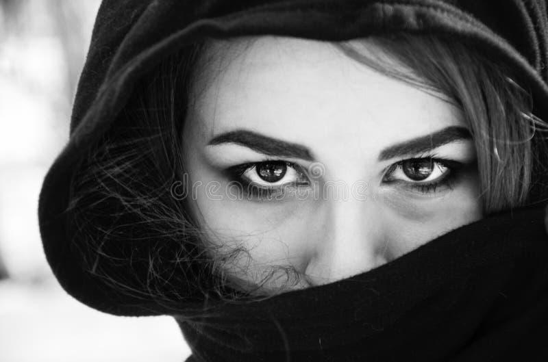 Ritratto in bianco e nero della ragazza fotografia stock