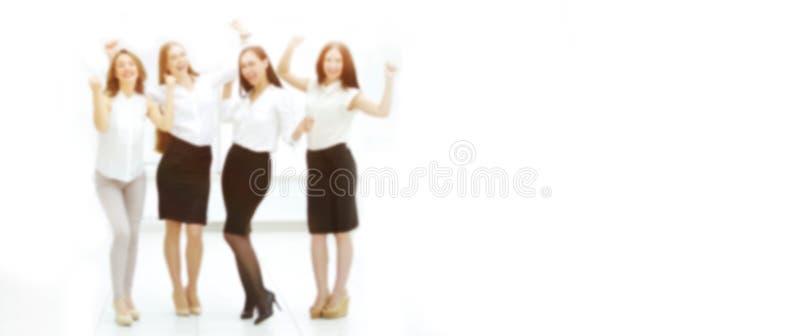 Ritratto completo del trionfante team di business immagine sfocata per il testo pubblicitario foto con spazio di copia immagini stock libere da diritti