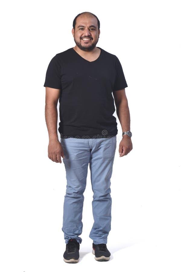 Ritratto completo di un uomo latino su bianco immagini stock