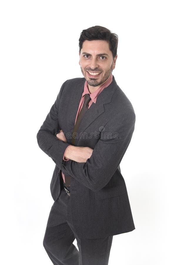 Ritratto corporativo di giovane uomo d'affari attraente di etnia ispana latina che sorride nel vestito e nel legame fotografia stock