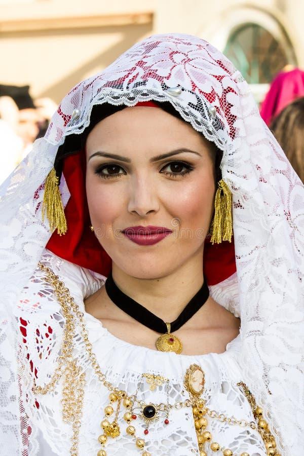 Ritratto in costume sardo tradizionale fotografie stock libere da diritti