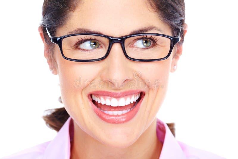 Ritratto d'uso di vetro della bella giovane donna. immagini stock libere da diritti