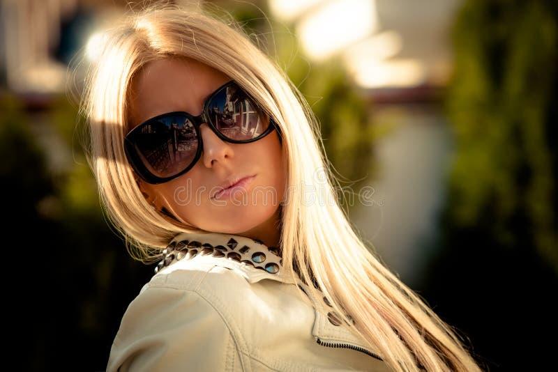 Ritratto degli occhiali da sole fotografie stock