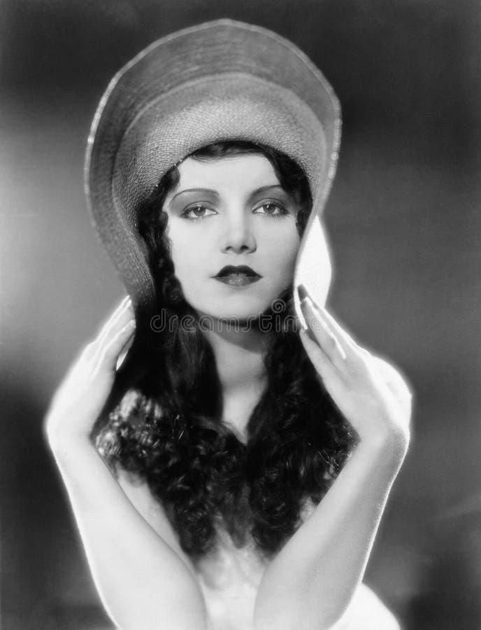 Ritratto dei bordi di piegamento della donna del cappello (tutte le persone rappresentate non sono vivente più lungo e nessuna pr immagini stock libere da diritti