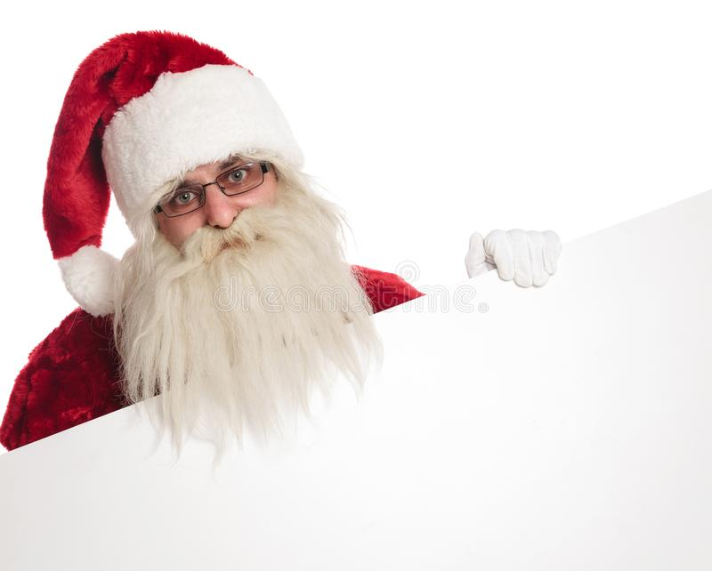 Ritratto dei guanti bianchi d'uso felici di Santa che tengono bordo vuoto fotografia stock libera da diritti