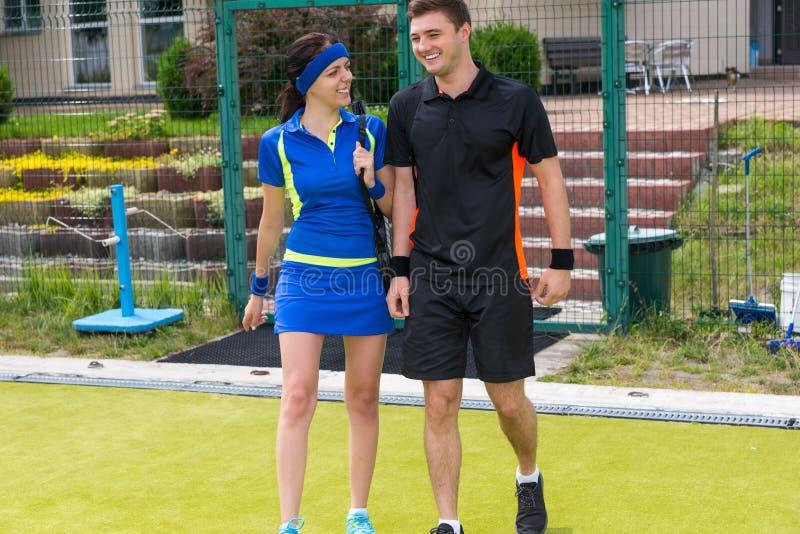 Ritratto dei tennis maschii e femminili immagine stock