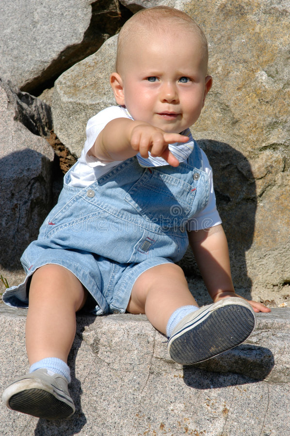 Download Ritratto del bambino immagine stock. Immagine di divertimento - 220145