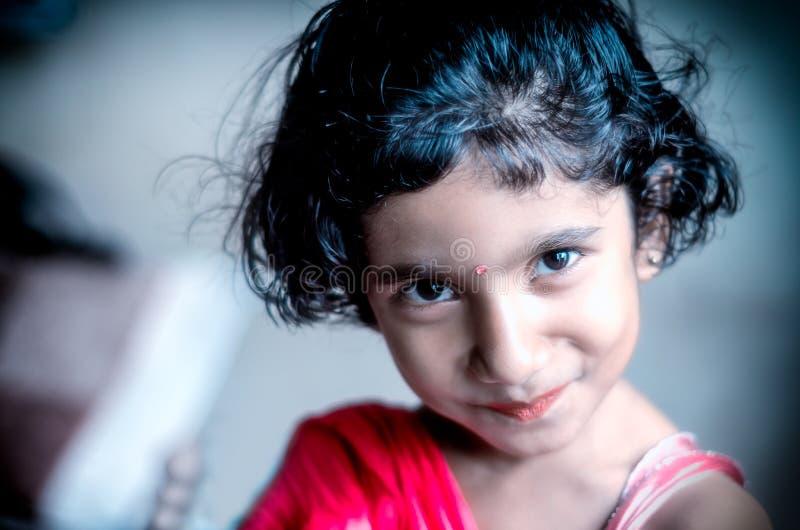 Ritratto del bambino sorridente della ragazza immagine stock libera da diritti