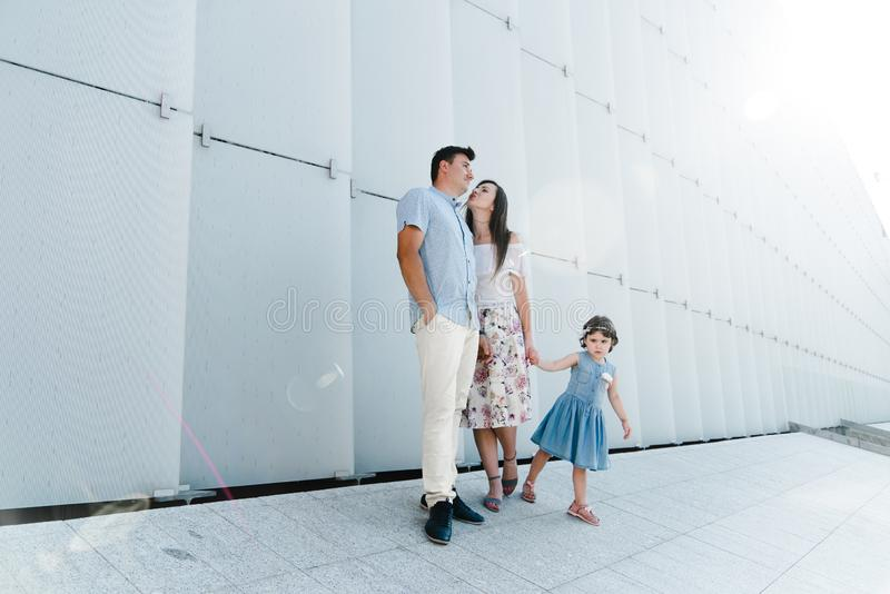 Ritratto del concetto 'nucleo familiare' di amore Sempre felice insieme fotografia stock
