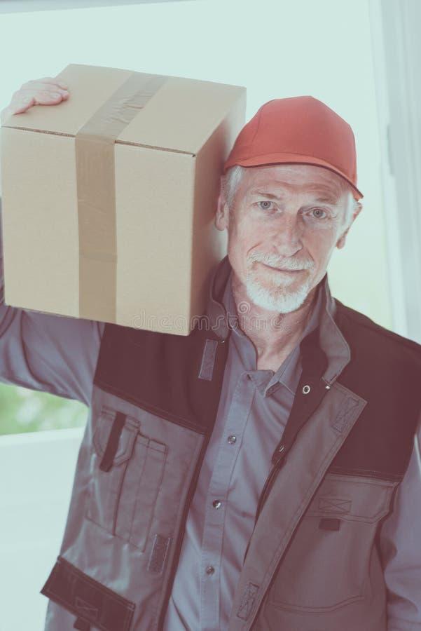 Ritratto del deliverer senior fotografia stock