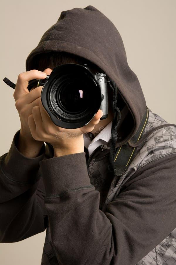 Ritratto del fotografo maschio con la macchina fotografica fotografie stock libere da diritti