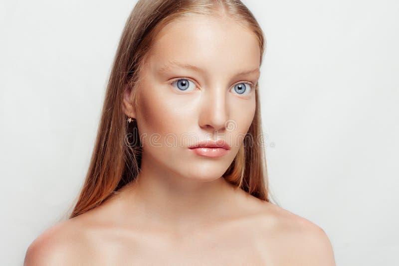 Ritratto del fronte della donna di bellezza fotografia stock