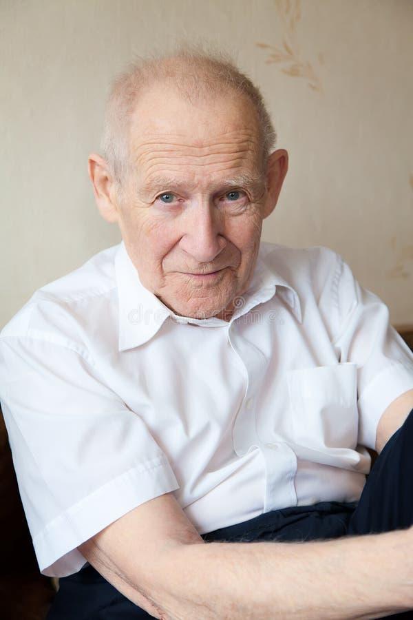 Ritratto del fronte di un uomo anziano fotografia stock libera da diritti