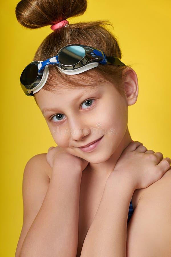 Ritratto del fronte del primo piano degli occhiali di protezione per lo stagno fotografie stock