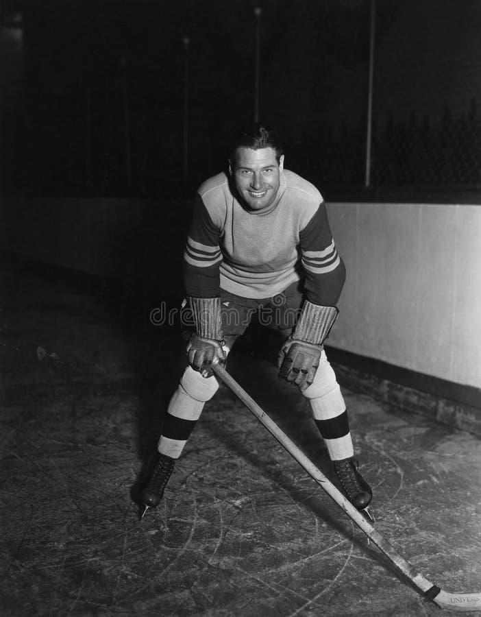 Ritratto del giocatore di hockey (tutte le persone rappresentate non sono vivente più lungo e nessuna proprietà esiste Garanzie d fotografia stock libera da diritti