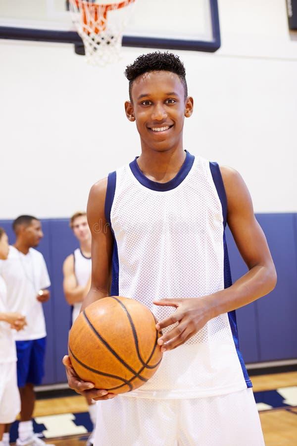 Ritratto del giocatore di pallacanestro della High School fotografia stock