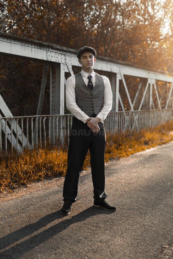Ritratto del giovane classico al tramonto fotografia stock