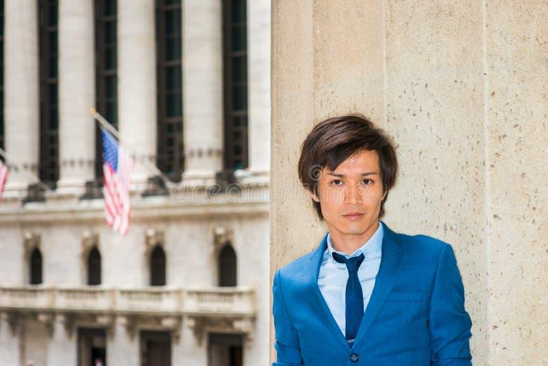 Ritratto del giovane giapponese a New York immagini stock libere da diritti
