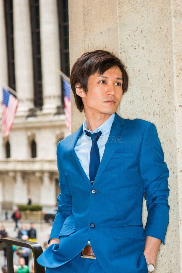 Ritratto del giovane giapponese a New York fotografia stock