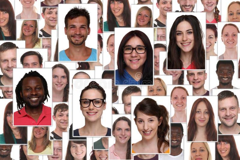Ritratto del gruppo del collage del fondo di giovane p sorridente multirazziale fotografie stock libere da diritti