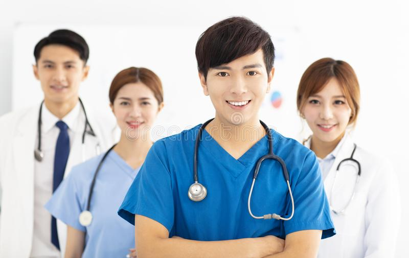 Ritratto del gruppo di medici, di medici e degli infermieri immagini stock