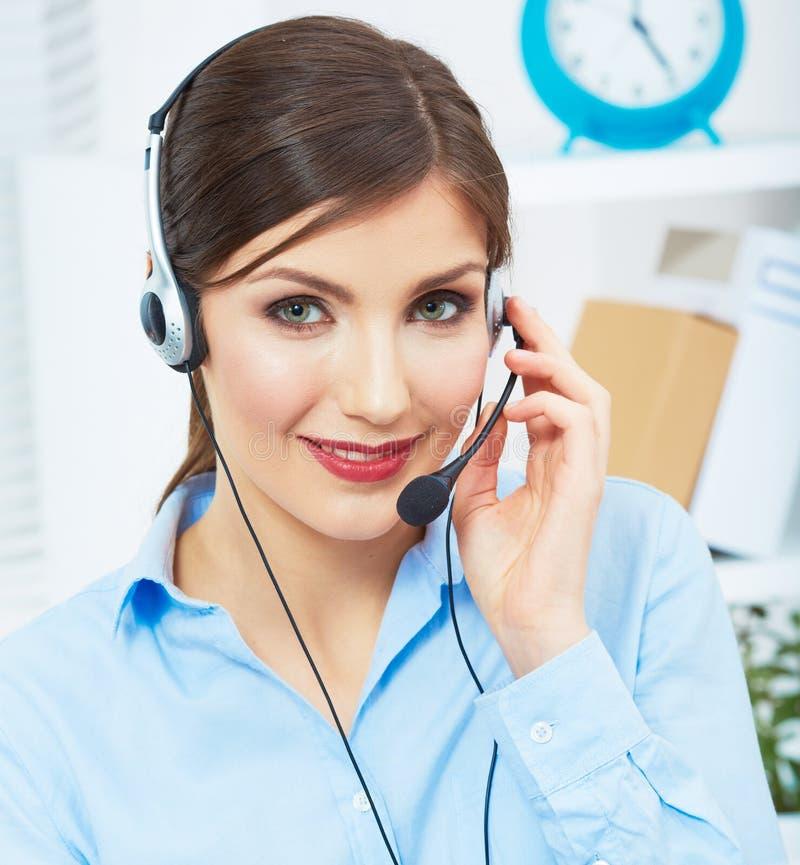 Ritratto del lavoratore di servizio di assistenza al cliente della donna, sorridere della call center fotografia stock libera da diritti